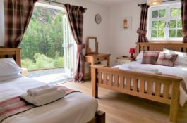Garreg Ddu Spacious king and single, easy access, dog friendly